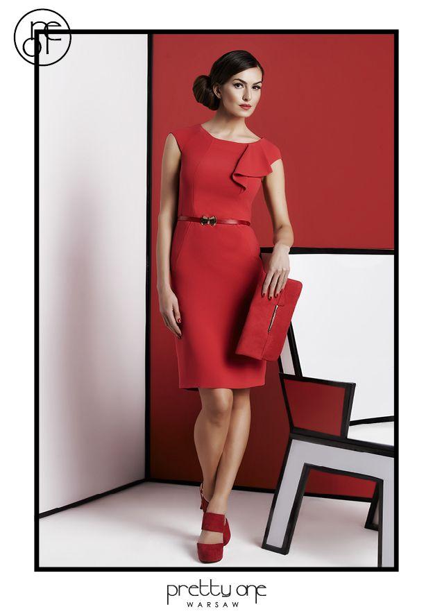 #lookbook #prettyonewarsaw Spring Summer 2015 Kobieca, czerwona sukienka. Kopertówka w odcieniu czerwieni. Czerwone sandałki.