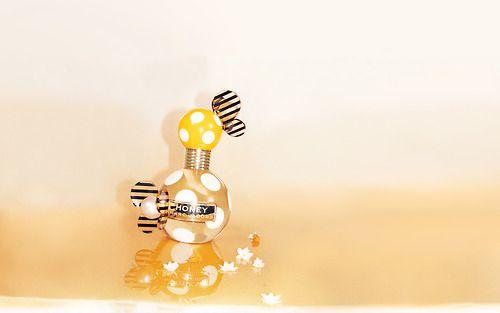Gagnez un joli parfum ! http://bombastikgirl.com/2013/09/concours-cosma-parfumerie-remportez-honey-marc-jacobs/