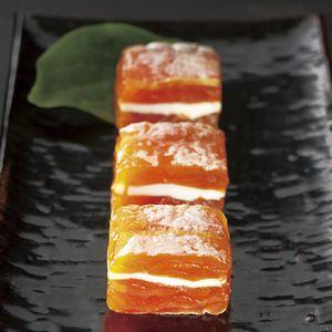 和の干し柿と洋のチーズが出会った新感覚スイーツ。<戸田屋>市田柿フロマージュ