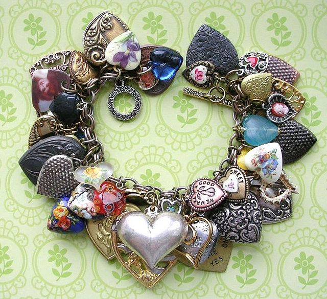 Another sweet treat posted this morning at the B'sue Boutiques Creative Group by Beanzie, of the Vintage Heart!  Many of the charms, bsueboutiques.com
