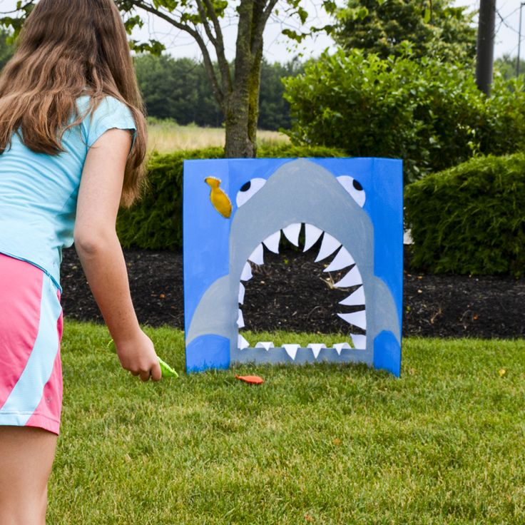 How to make a corn hole game - DIY lawn games - make your own yard games - fun outdoor kids' activities - games for kid parties