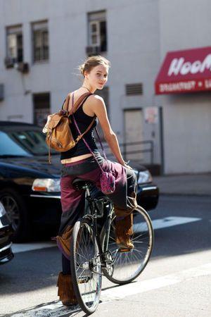 ガール・オン・ザ・バイシクル!自転車に跨がった美女写真集! - NAVER まとめ