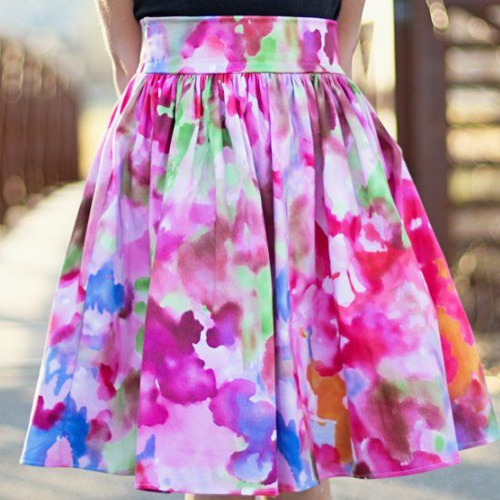 Make yourself an easy gathered skirt for summer. All you need is your measurements, some fabric and you are ready to sew a stylish skirt!
