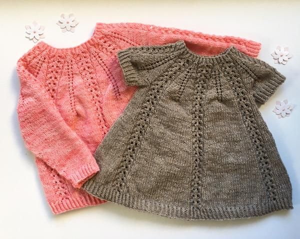 Seraphina Sweater og Kjole strikkes ovenfra og ned med rundt bærestykke. Bærestykket dannes ved, at der tages ud i et bestemt mønster, som er beskrevet i opskriften. Sweateren og kjolen strikkes i et stykke rundt på rundpind og strømpepinde eller magic loop og kræver derfor næsten ingen montering.  Størrelser: 1 år (2 år) 3-4 år (5-6 år) Mål: Brystvidde: 26 (28) 30 (32) cm Længde: Sweater: 31 (35) 42 (45)/kjole: 42 (48) 52 (57) cm Strikkefasthed: 18 m x 28 pinde på 10 x 10 cm i glatstrik...