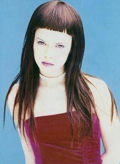 Прически с короткой челкой на средние волосы фото