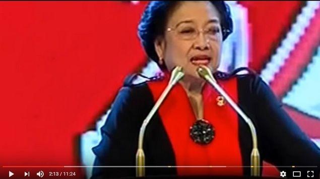 "[Video] Geger Pidato Megawati Sebut ""Kalau Mau Jadi Orang Islam Jangan Jadi Orang Arab""  [portalpiyungan.co]Ketua Umum Partai Demokrasi Indonesia Perjuangan (PDIP) Megawati Soekarnoputri persoalkan orang yang beragama tetapi menanggalkan ke-Indonesiaannya. Ia menyebut kalau mau jadi orang Islam jangan jadi orang Arab. Hal ini disampaikan Megawati dalam sambutannya pada peringatan HUT ke-44 PDIP di Jakarta Convention Center (JCC) Jakarta Pusat Selasa (10/1). Mengutip pernyataan Sukarno…"