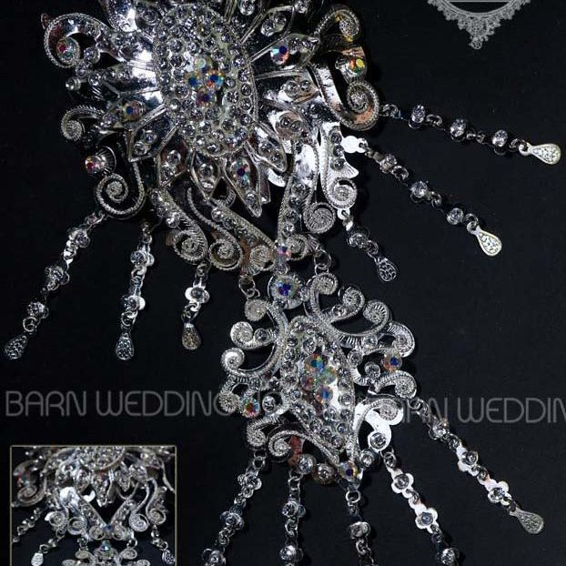 Bros Kombinasi Oval Silver/Gold Kode: AB2.1510  Order?? Price contact us: 085743330609  Line: angeliadesta  Pict taken by @danielokkypp  #bajumanten #weddingdress #gaun #perhiasan #jewellery #aksesorispernikahan #aksesoriskebaya #kebayamodern #weddingshop #manten #wedding #onlineshop #trusted #trustedseller #jogja #kebayamurah #pernikahan #kebayapernikahan #kebayawisuda #aksesorispengantin #jewellery #accessories #fashionaccessories #beautifulacessories  #fashion #pengantinmodern…