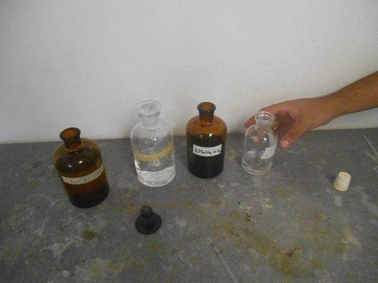 Frascos de disolución de: Permanganato de potasio Ácido sulfúrico Hidróxido de sodio Bisulfito de sodio
