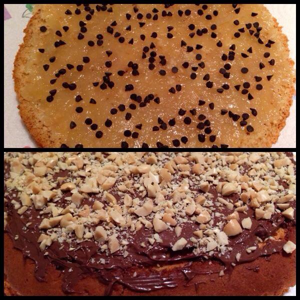 Torta farcita con confettura di ananas e banana e scaglie di cioccolato fondente, ricoperta con Nutella e granella di arachidi