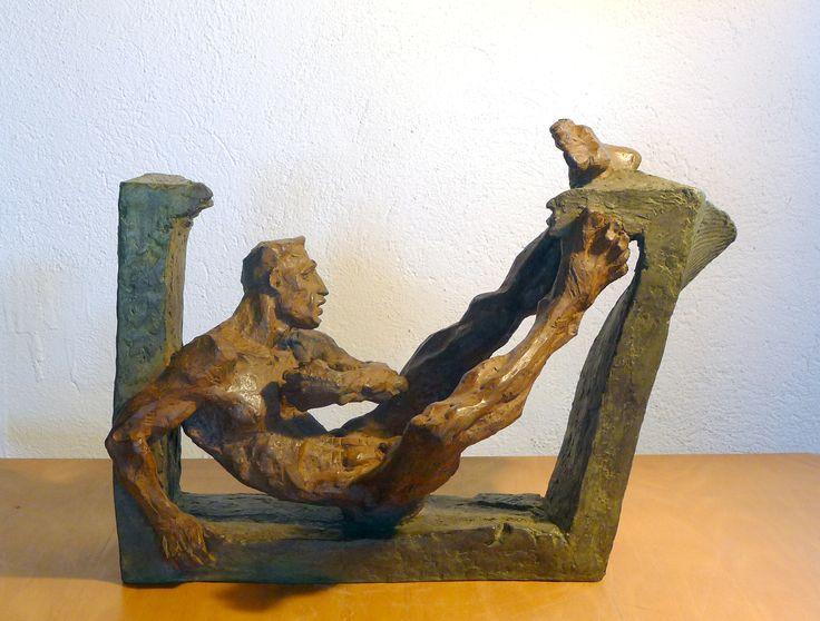 puntada de peu, escultura de Mercè Riba Kicking, sculpture by Mercè Riba