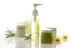 Voici une recette de savon liquide pour la maison. Naturelle, elle préservera vos mains douces. Fabriquer vous même votre savon liquide de Marseille...
