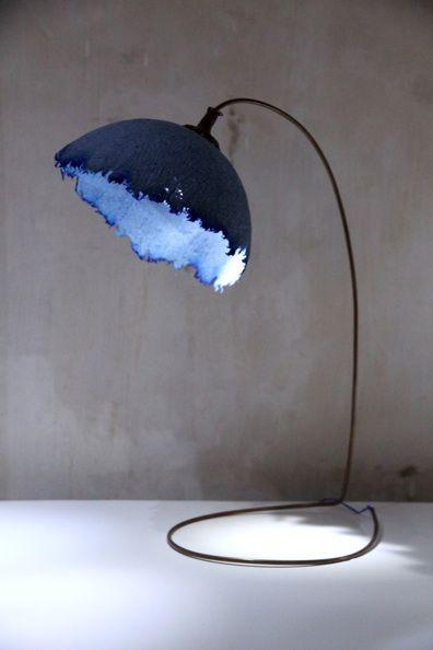 Comme une campanule géante dans la chambre ou le salon, ce beau lampadaire apporte une touche vraiment poétique. Paper Productions - Bluebell Lamp ...