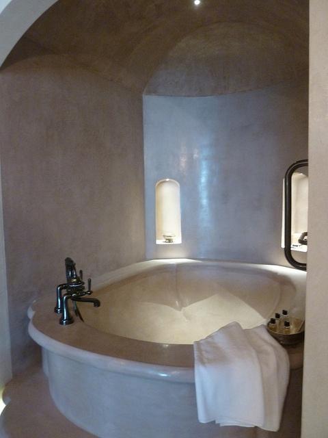 bath, tadelakt