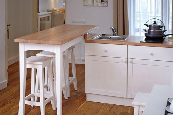 Высокий стол: оригинальное решение обустройства кухонь