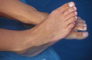Cómo hacer un exfoliante para pies para tratar los talones secos