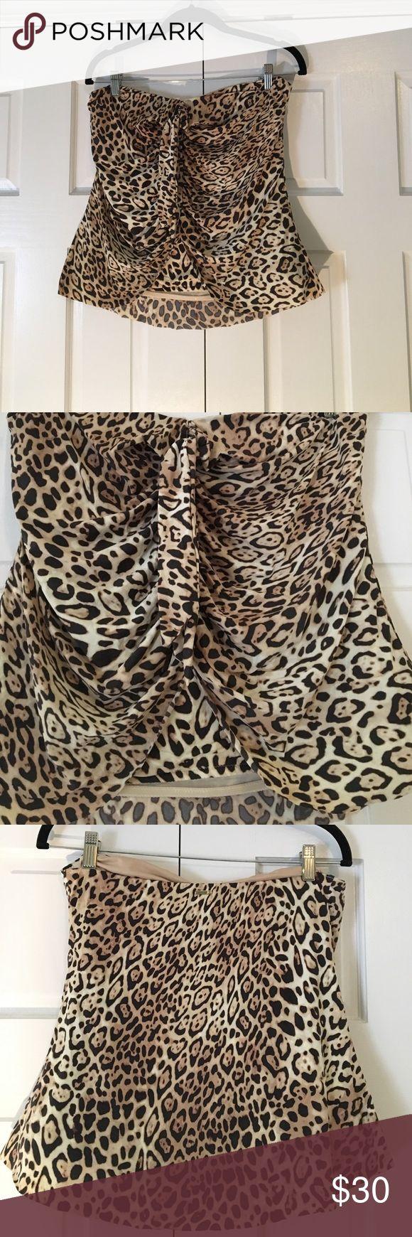 Victoria's Secret slimming tankini top size large Slimming tankini top from Victoria's Secret. Cheetah print. Size large. Victoria's Secret Swim Bikinis