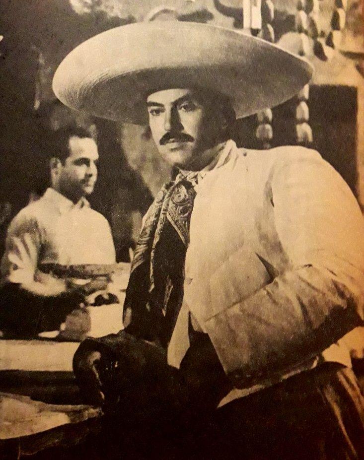 Pedro En La Película La Puerta Falsa 1950 Cine De Oro Mexicano Revolucion De Mexico Grandes Del Cine