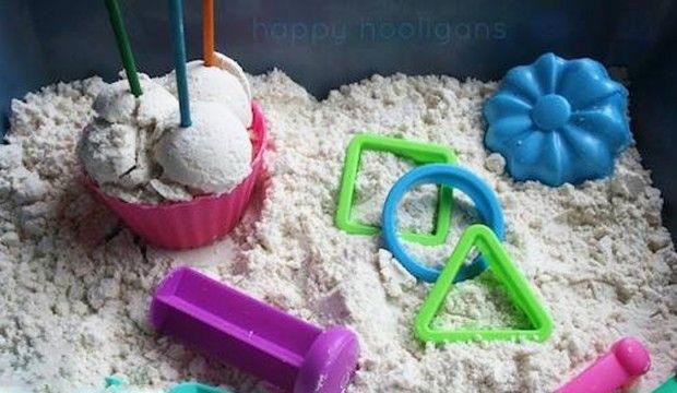 Návod na měsíční písek pro děti ze dvou ingrediencí