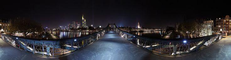 Frankfurt/Main, Eiserner Steg, Panorama von Timo Restlichtsammler Weis