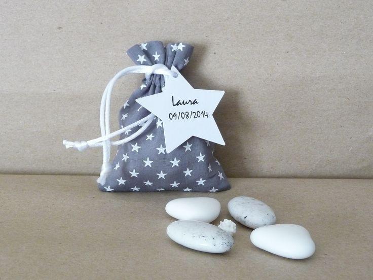 pochon ballotin dragées baptême bébé gris à étoiles blanches : Autres bébé par les-bijoux-de-la-marquise
