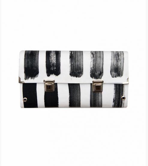 weiße Clutch mit handbemalten schwarzen Streifen