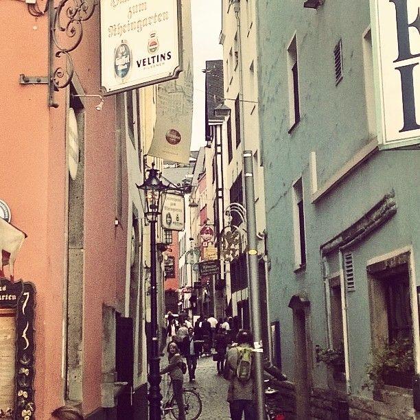 Haxenhaus alleyway #Gamescom #Köln by payneben #haxenhaus #people #food