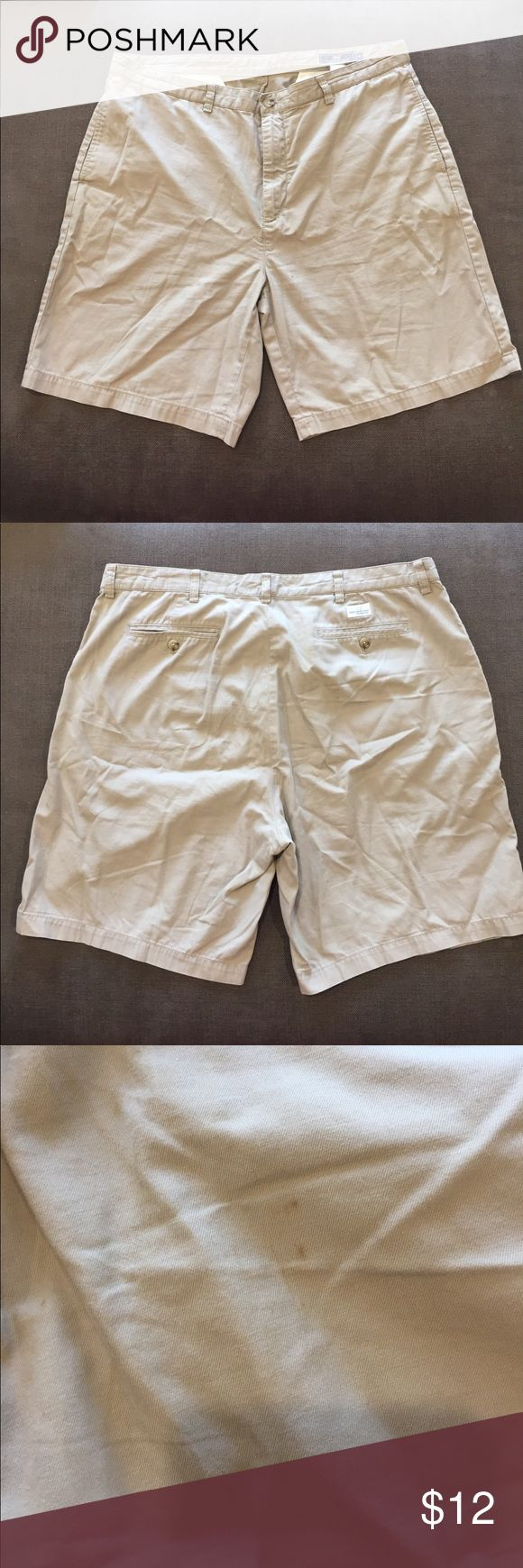 Vineyard vines men's khaki shorts Men's shorts with some wear and tear as pictured! Vineyard Vines Shorts Hybrids