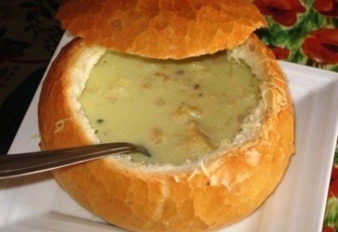 Fokhagymakrémleves 9.- avagy Vámpírűző leves recept képpel. Hozzávalók és az elkészítés részletes leírása. A fokhagymakrémleves 9.- avagy vámpírűző leves elkészítési ideje: 45 perc