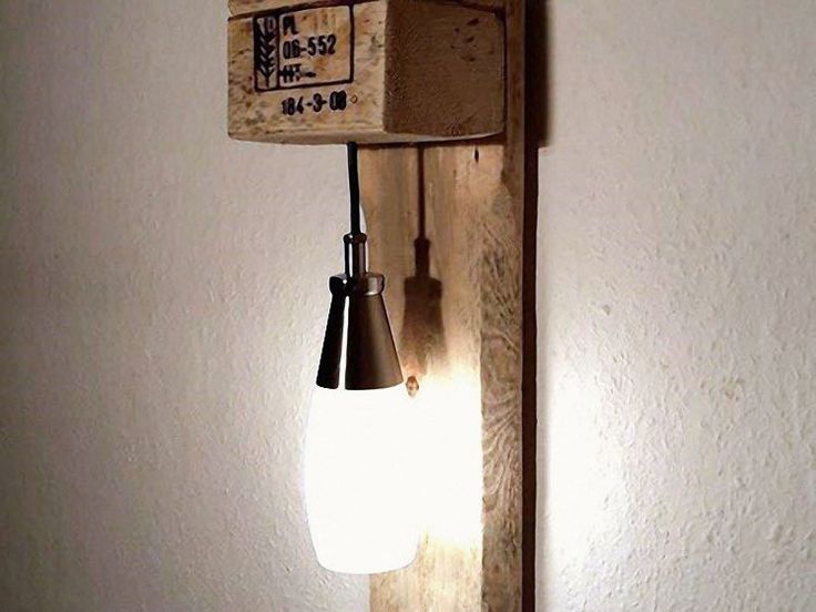 DIY-Anleitung: Möbel aus Paletten bauen / upcycling project for lamp made of pallets via DaWanda.com