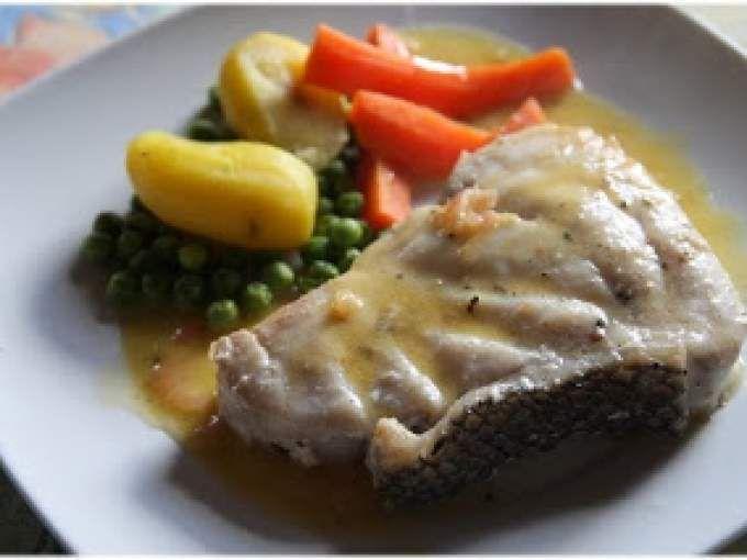 Saler et poivrer les pavés de poisson. Réserver. - Recette Plat : Mérou grillé sauce beurre à l