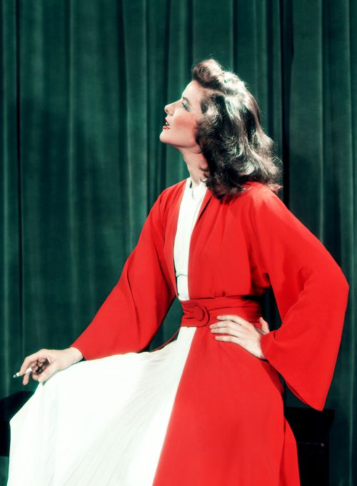 "Katharine Hepburn kept her own style and never seemed out of fashion. Though strikingly beautiful as a young woman, she gave new meaning to the term ""growing old  40S Starlet, Kate Hepburn, Katherine Hepburn Fashion, Fashion Icons, Katharine Hepburn, Circa 1939, Classic Hollywood, Favorite Fashion, Screens Beautiful"