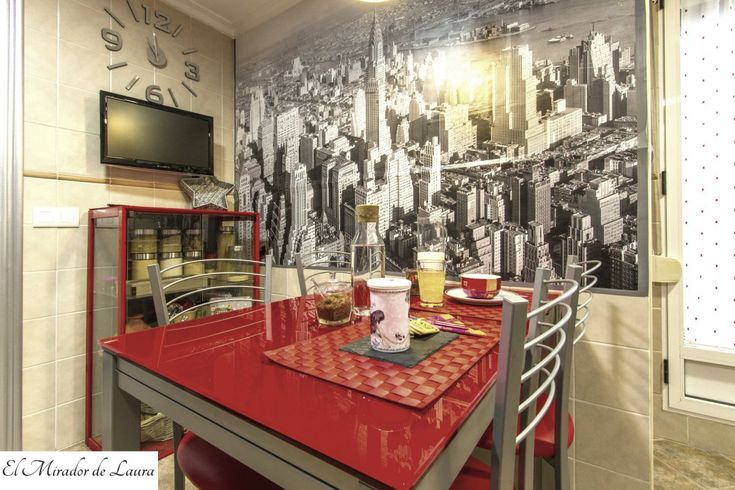Mesa roja cocina. Vinilo Nueva York.