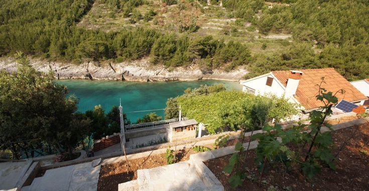 Robinsonhaus Korcula Tolles Ferienhaus für 4 - 5 Personen in abgelegener sehr ruhiger und einsamer Bucht, auf der sonnigen Südseite der Insel Korcula (Kroatien). 2 Schlafzimmer, Wohnraum, große private Terrasse mit Grill. Direkt am Meer.