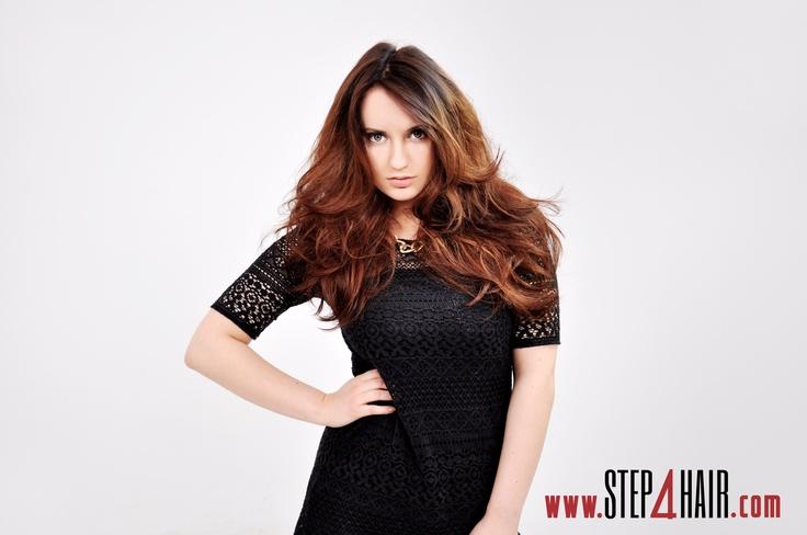 Dopełnieniem całości całej fryzury jest koloryzacja rozświetlająca.