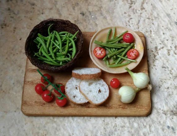 Rustic platter with green beans and tomatoes by LeminidiClaudia