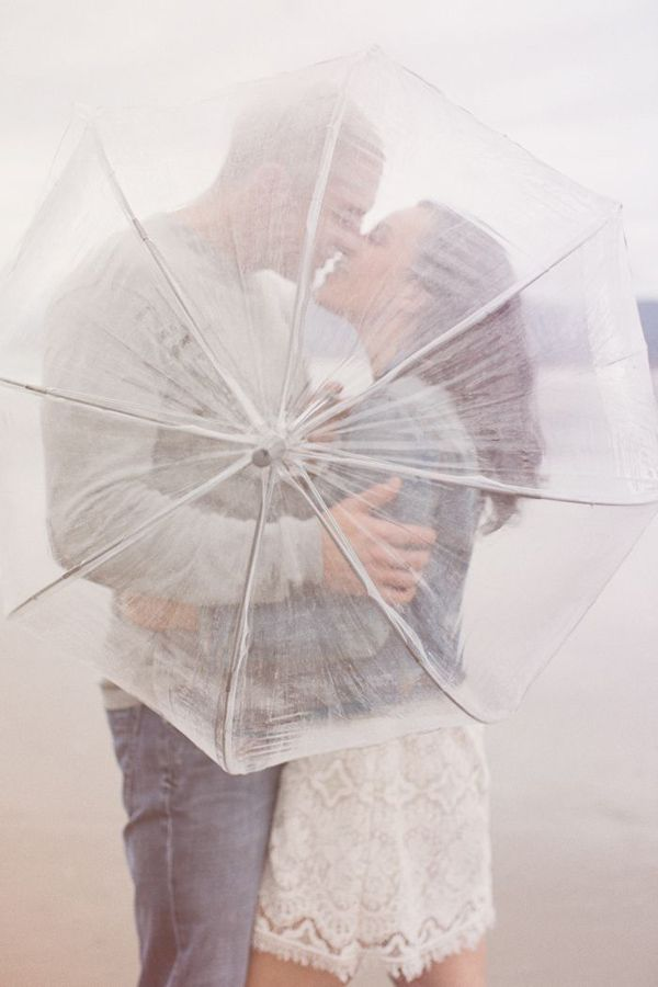 Engagement shoot props - umbrellas | Tips on How to Style Engagement Shoot Photos #stephaniewilliams #thismodernromance