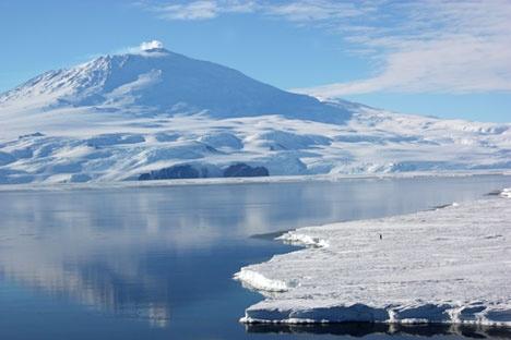Mount Erebus, Antarctica. An active, frozen volcano. Beautiful.: Vulcão Erebus, Antarctica Hottest, Mount Erebus