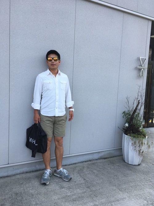 秋コーデ🍁 今日のポイント 夏に付けたかった ミラーサングラス+白色の時計をチョイスしたとこです(
