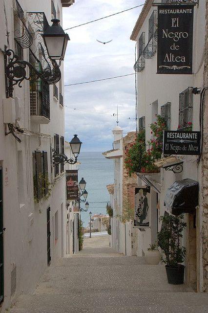 Alicante, Spain, street, road, city view, road, architechture, arkitektur, beautiful, amazing, photo, culture.