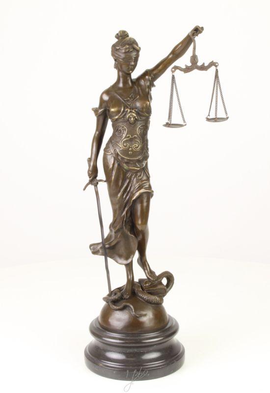 Vrouwe Justitia, bronzen beeld.