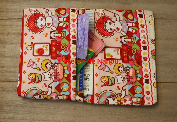 porte cartes impression kawaii dimensions fermé : 14x11 cm dimensions ouvert : 14x21 cm 2 compartiments en coton lavage en machine à 30°  porte carte pratique pour ranger vos documents didentités, carte grise etc ou pour vos protections périodiques et paquet de mouchoir
