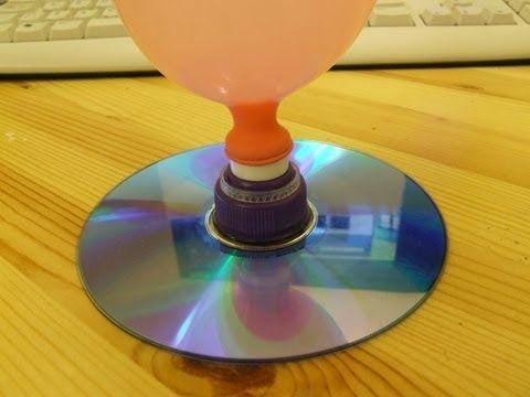 En el experimento de hoy hacemos un deslizador, unhovercraft. El impulso del aire hace que el disco se deslice por encima de una superficie...