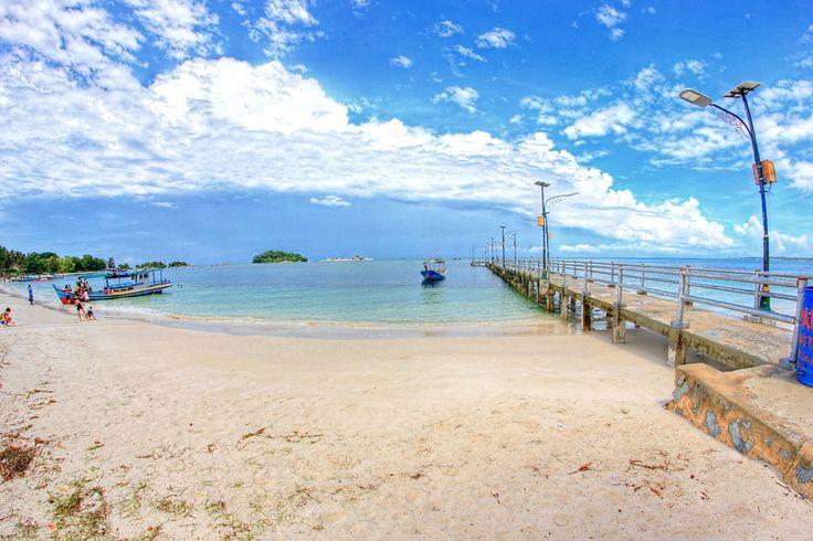 Tanjung adalah daratan yang menjorok ke laut, atau daratan ...