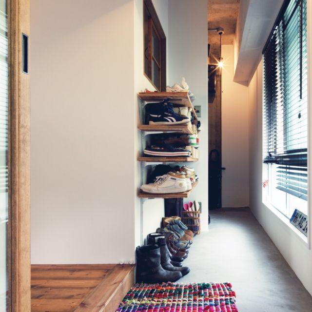 marshさんの、ざっくり収納,土間,裸電球,コンクリート打ちっ放し,玄関/入り口,のお部屋写真