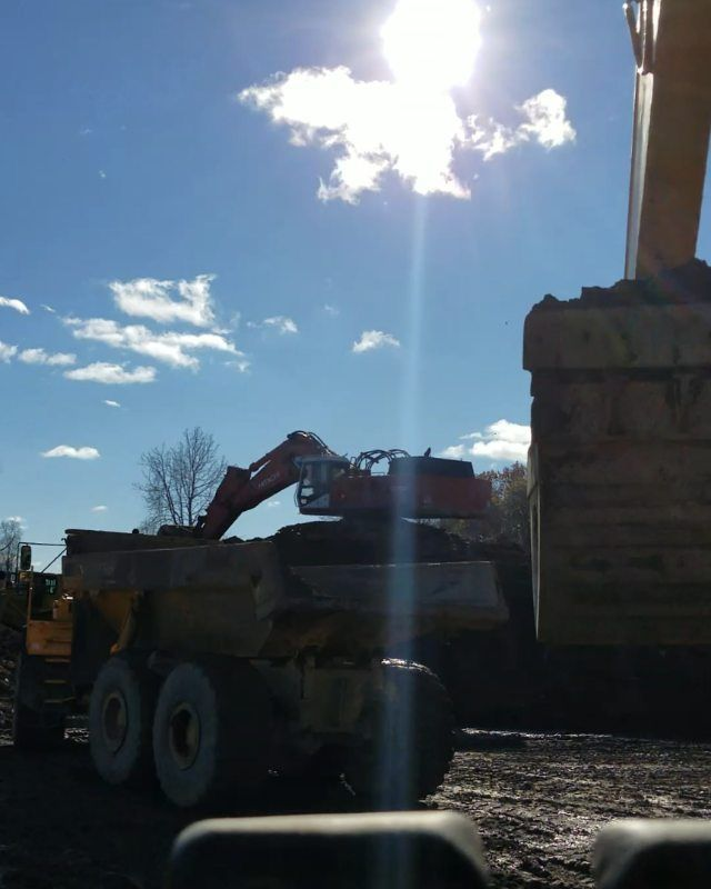 Quick #timelapse loading trucks trying to work around a downed machine atop the pile. #hyperlapse #fastmotion #video #quickie#constructionlife #dirtwork #excavator #dirt #subgrade#komatsu#excavatorporn#youngbloodworker #operatorlife#dirtwork#heavyequipment #pc300#workmode#sitework#constructionworker#construction#movingdirt#sitedevelopment#heavyequipmentoperator #dirtlife#bluecollar #heavyequipmentlife #alwaysdigging#constructionzone#equipmentoperator
