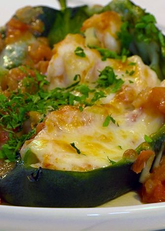 Chiles rellenos de camaron y queso/ Stuffed peppers with shrimp and cheese