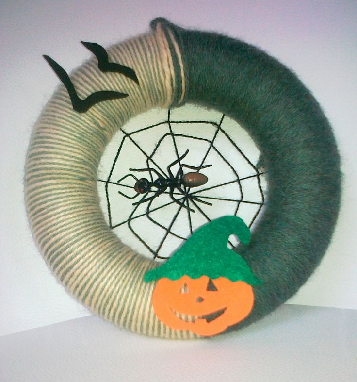 door decoration with pumpkin and spider; 20 cm, polystyrene and yarn