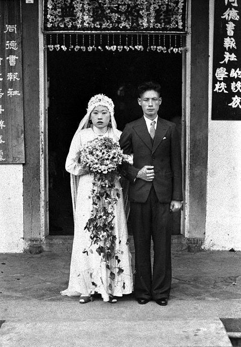 WEDDING PHOTOGRAPH OF A CHINESE COUPLE in Singapore - 1930