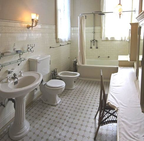 296 best casa pinsata images on pinterest | vintage wallpapers ... - Boiserie Bagno Classico