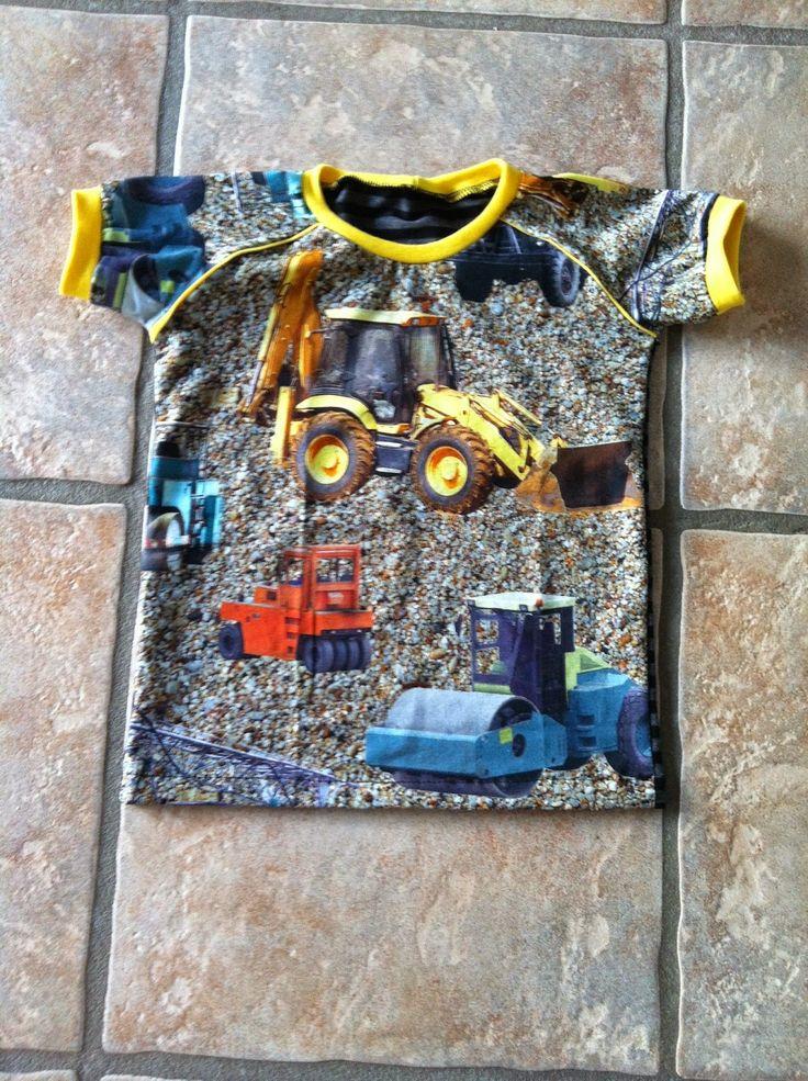 Savværksvej: BM: Ny bluse med maskiner på, 104 & 128